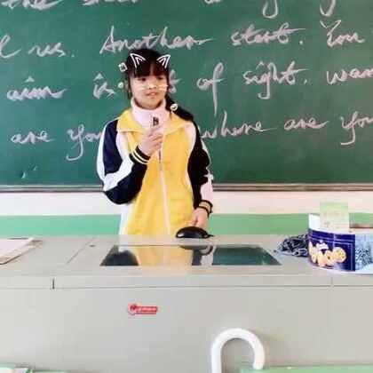 今天体育课下雨,(*∩_∩*)学生们不用去上室外课!班主任的我闪现出来,carry全场!小小歌手,上台来表演…!稳住…😂#音乐##宝宝##游戏#