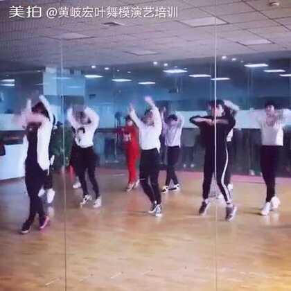 最流行的舞蹈_最近流行的舞蹈 2014年最流行的集体舞 最近流行的舞蹈歌