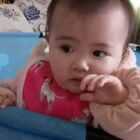 #宝宝##萌宝宝##搞笑宝宝#不停地蹲下~站起~😂小伙伴们可以数一下小虾米蹲下几次,我反正是头晕了😂😂
