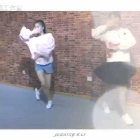 周董的歌#告白视频#双人舞视频,看完她们跳舞气球新京报图片