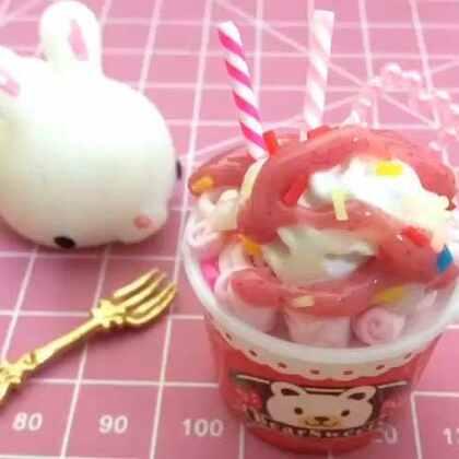 #手工#草莓炒冰淇淋🍓好喜欢这款💕小兔叽卡哇伊馁~😝实物真的炒鸡美💗小仙女们赞转评帮我打榜好不?🌞只能说世界那么大~我想去看看~~🙊#我要上热门#