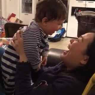 和Tina阿姨对视对笑好欢乐#宝宝##宝宝成长日记##搞笑#