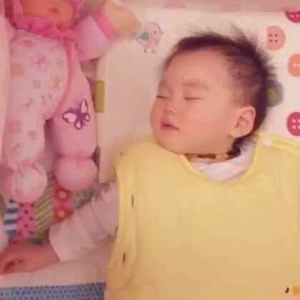 全世界晚安😴💤⭐️🌙(丸子🍡房间里有个小宇宙,麦肯齐声控音乐投影。)只要宝宝醒了发出声音,投影和音乐就会自动播放,如果宝宝安静后,便会播放一段时间自己关机。😊