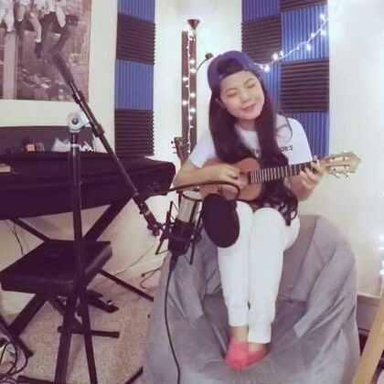 《The Show - Lenka》尤克里里弹唱,曲谱稍后会分享在微博和公众号上~🐱 #音乐#
