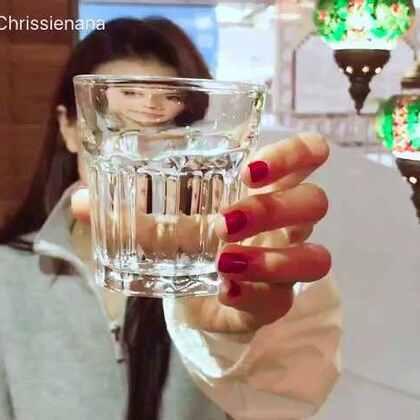 #共饮一杯水## 今天是世界水日#,我是护水大使周秀娜,和我一起节约用水,保护生命之源,让每一滴水都发挥它的能量。@微公益 @新浪娱乐