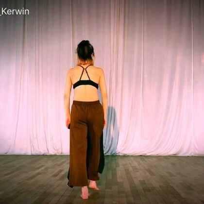 《三缺一》,热爱舞蹈的你在哪里?#舞蹈##现代舞#
