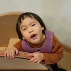 當孩子吃完晚餐超累,說她要提早去睡覺...爸媽表示:😍😍😍😍#逗比##搞笑##寶寶#