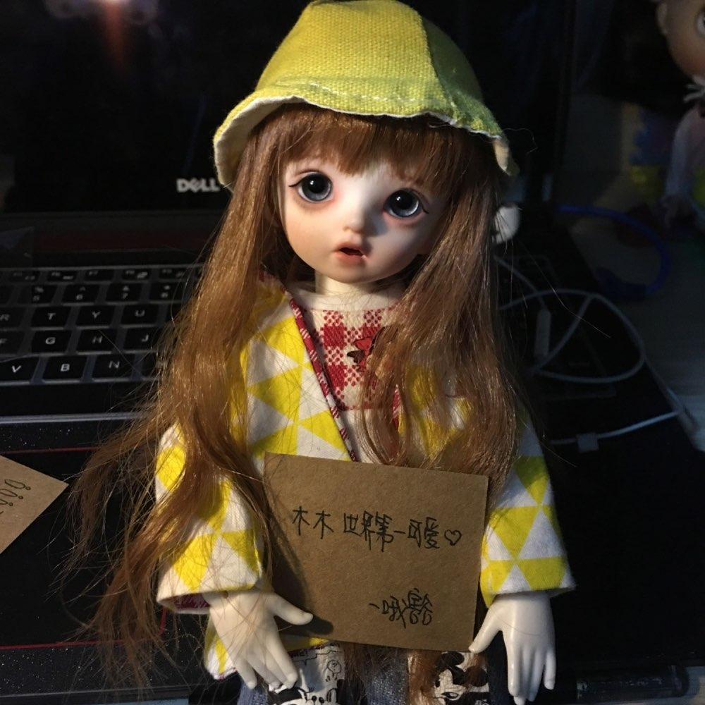 娃娃举牌素材图片高清_bjd娃娃举牌素材