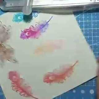 嗨~大家好 我是妮妮姐说的小鹿鹿@夏鹿啊 今天教大家做贴纸,橡皮章可以用来做贴纸 会画画的也可以自己画然后上色,用来做手帐也特别好哟~材料http://c.b1wt.com/h.eF5Kdz?cv=IMSdZHjJh8t&sm=48a4f2 #手工##手刻橡皮章##我和我的奶油皇后#