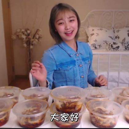 吃掉十五份四川小吃甜水面,你们爱吃这种甜甜辣辣的面食吗?🍜🍜😏#大胃王挑战##大胃王朵一##吃秀#