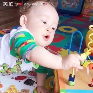 #宝宝#专注的样子#玩游戏很专注#专注的小BB😘😘