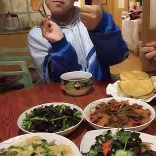 #吃秀##潇岩的早餐#早上好😁😁这封面真棒👍爸爸要造反了😭😭