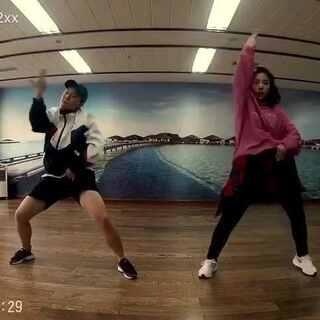 #@敏雅可乐#@IDOL舞蹈工作室 @美拍小助手 @赵古娴就是赵罟娴 Swalla,好久没练舞啦~