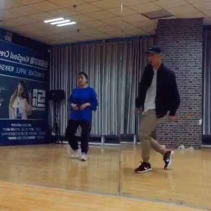 #KingSoul# 音乐:Heathens 这周的新编舞 昨天团训教了一半 #舞蹈##随手美拍#