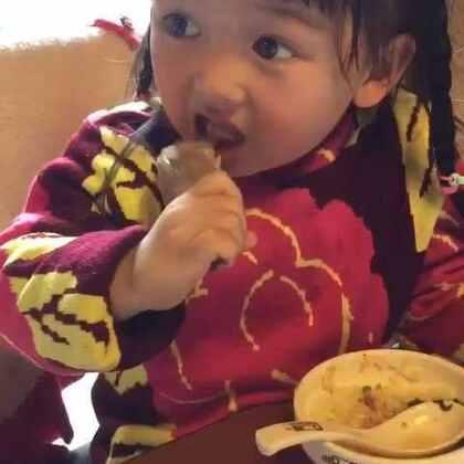 #宝宝##吃秀#☺好久没来更新了~来个啃个大鸡腿儿的~