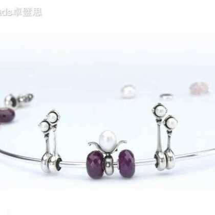 #珠宝#尝试用不同的灵珠和银塞创造属于梦幻新娘的专属发冠,然后再组合成手镯与项链送给伴娘作纪念,这将是多么别出心裁礼物!
