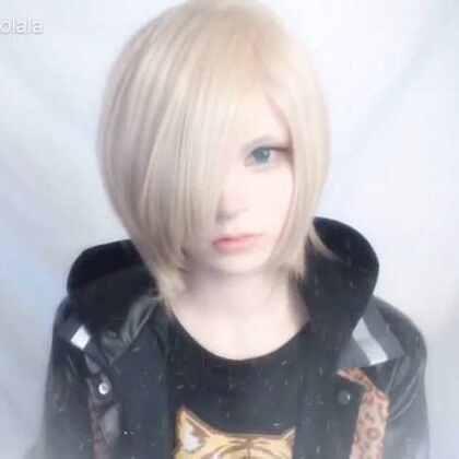 #二次元##化妆##cosplay# 冰上的尤里Yuri Rlstetsky 妆容 by shonuki 简直像动漫里走出来的少年😆😆😆