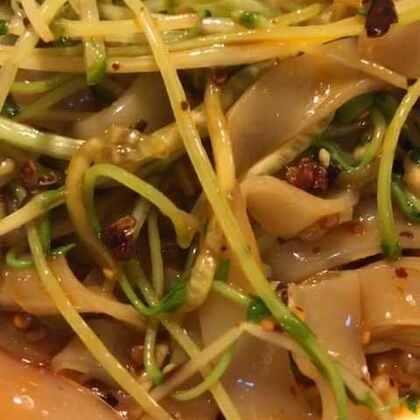 河粉新吃法,好吃又解谗,#美食##街边小吃##家常菜#@美拍小助手