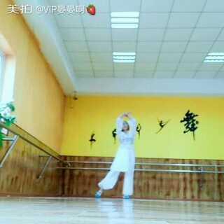#舞蹈##@敏雅可乐##敏雅舞蹈#白小白老师版的《凉凉》!个别地方有改动!原谅我没洗头没洗脸的视频!😂😂如果被翻牌子,下次发室外版古装版《繁花》😁😁@敏雅可乐