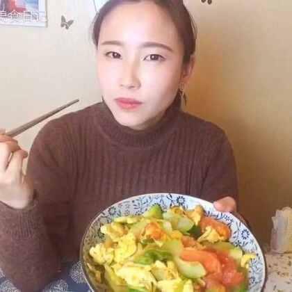 超级家常的一道菜,番茄炒蛋配了点西葫芦在里面特别好吃😍#家常菜##美食##我要上热门@美拍小助手#
