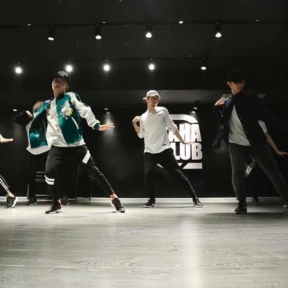 北京嘉禾舞社 @嘉禾舞社望京店 韦健老师@韦健WillJay Hiphop课堂视频 Versace on the Floor | 想学最好看最流行的舞蹈就来嘉禾舞蹈工作室。报名热线:400-677-8696。微信账号zahaclub。网站:http://www.jiahewushe.com #舞蹈# #嘉禾舞社# #嘉禾#