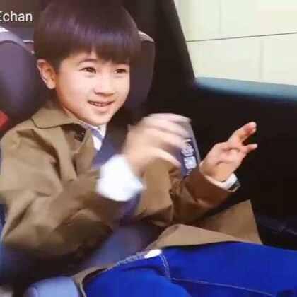 跟着节奏🎵自娱自乐的孩纸🎤看你每天这样开心就很好!❤#宝宝##音乐##刘羿辰echan#