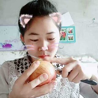 #直播削苹果##随手美拍#纯素颜给大家削苹果不要嫌弃噢😂😂😂#我要粉丝,我要上热门#