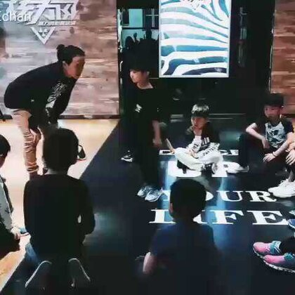 #舞蹈##宝宝##刘羿辰echan#👋辰辰秀舞蹈,享受节奏,乐在其中!