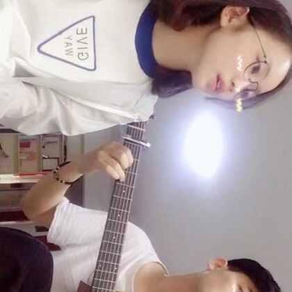 #吉他弹唱##我要上热门##音乐##随手美拍##合唱#和吉他老师@Alex.Jaf🎸 合唱的《认真的老去》☀️赞评转抽一位babe送微信hb52🌿抽一位互粉💓