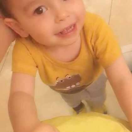#混血儿##混血宝宝#@混血小王子阿诺Arno 教我们弹舌音😂
