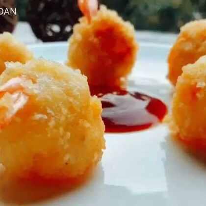 #美食#虾仁土豆球~做咯十几个,饭后点心,提醒大家盐不要放多了#虾仁土豆球#