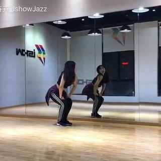 #南京ishow爵士舞#superbass分解动作视频❤️❤️❤️这支速度比较快,控制框架的同时还要发力跟U乐国际娱乐是比较挑战的,加油🤘🏻🤘🏻🤘🏻希望你们跳的整齐又帅气😘下一支mina的Let me love u🤔有没有期待的小伙伴???☎️13770971242#舞蹈镜面分解##may j lee编舞#