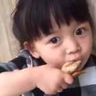 #宝宝##吃秀##搞笑#好次得很哟!你次不次呀?😂😂😂看你吃得麻麻都受不鸟辣~~