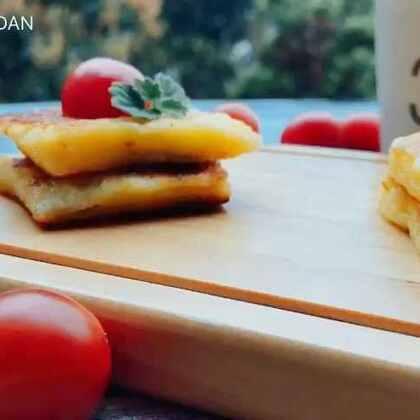 #快手早餐##美食#一直想做一份早餐给妈妈吃,等我拍摄完成,都凉了🙈趁热吃更加美味~做法简单,明天就是周末了,大家可是尝试一下,祝大家周末愉快😘#吐司的花样做法#