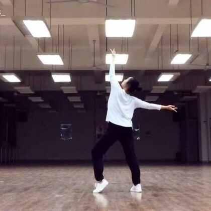 凉凉-Pink Choreography.微博同名👉KKKriss_#舞蹈##敏雅音乐##菠萝🍍#