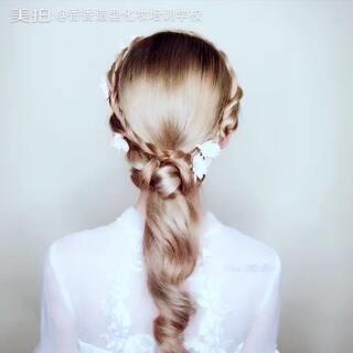 一款漂亮简约的发型送给大家!干净清爽实用!不知不觉又周三了#专业化妆培训##美拍小助手##我要上热门#喜欢的点赞转发起来!