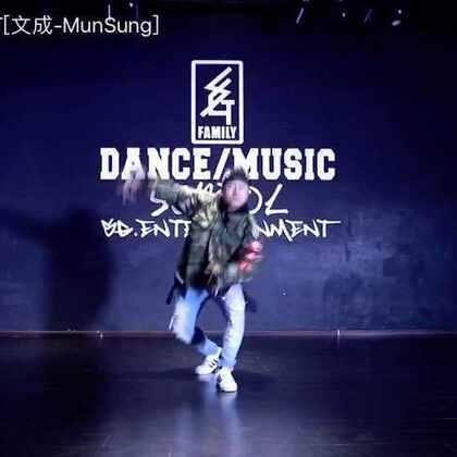 #我要上热门# Urbandance 帅爆啦 scott 男神的舞蹈 录了好多版本 喜欢哪一个 #舞蹈# 这个舞蹈跳起来 真好看 跳一遍就可以 再跳一遍就会累趴下的😂#SG舞蹈# 安帅_好帅