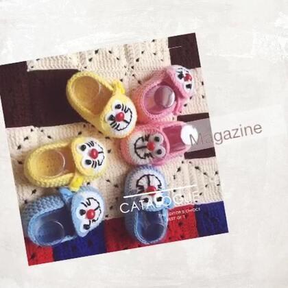 机器猫宝宝鞋喜欢嘛?男宝女宝都可以哦😊颜色也可以自行搭配哦😊😊教程比较早的时候有录哦😊😊亲们多翻一会,鞋身钩法和熊猫宝宝鞋钩法一样的哦😊😊机器猫脸部有单独录哦😊😊录完熊猫接着就录的机器猫哦😊😊亲们找到以后转发到自己的美拍哦😊方便看#手工#