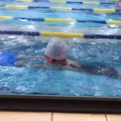 #宝宝##梨涡妹妹金在恩#努力学游泳🏊的梨涡妹妹😜