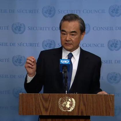 """4月28日,中国外交部长王毅在纽约联合国总部出席安理会朝鲜半岛核问题部长级公开会议前向记者表示,中方主张通过""""双加强"""",推动朝鲜半岛核问题的和平解决。"""