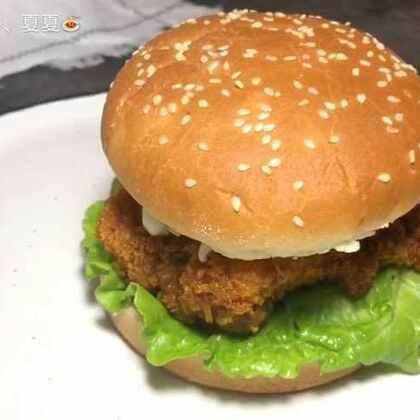 #美食#自制鸡腿堡,味道绝对不比肯德基的差😂我比较懒所以直接买的现成的汉堡胚,自己在家做经济又实惠,你们说是不是呀✌✌#家常菜#
