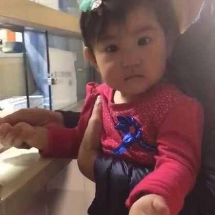 入园前的体检抽血,果果委屈的早就哭了,还不如小时候都不哭。亮眼睛👀#宝宝#