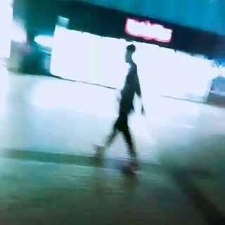 #男神##偷拍被发现##一起压马路吖#