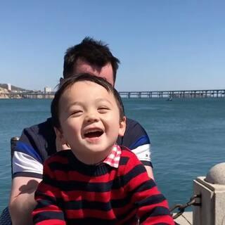 不好,宝宝被点中了笑穴!😆😆😆#Leo宝30个月##宝宝##搞笑#
