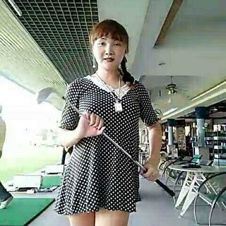 【高尔夫哲学】今天陪她们去打高尔夫 对不起 姐实在发现不了乐趣 打打台球🎱还不错 哈哈哈#泰国曼谷##泰国高尔夫球#