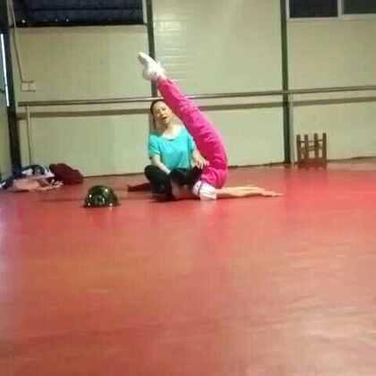 #舞蹈##舞蹈基本功#@追梦的女孩🐶 我会继续努力的!