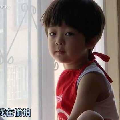 #年 三岁##熊孩子年年##宝宝#偷拍虽不易,吃货更艰难😂