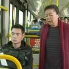 坠落在公交车里的广场天后!#陈翔六点半#