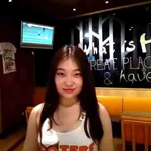 【美国猫头鹰餐厅-中国美拍】#选美大赛#HOOTERS北京店的Jessi...