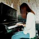 休闲的下午最适合弹琴